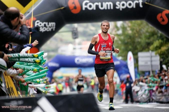 Pablo Villalobos entrando en meta en la Behobia-San Sebastián 2014. Foto: Félix Sánchez - Fotorunning